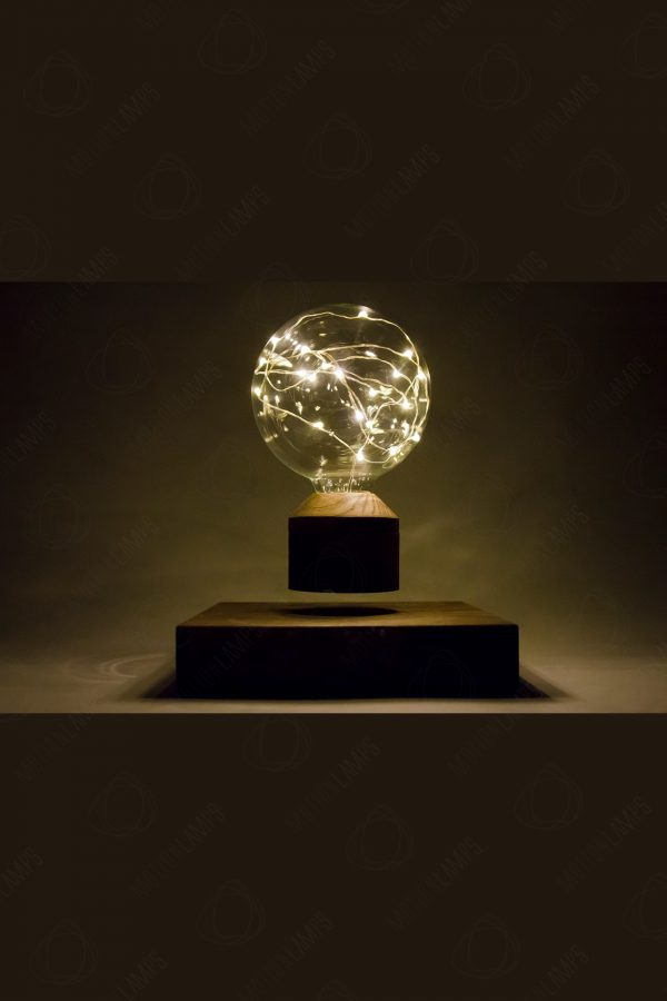 Купить лучший подарок- левитирующую лампочку в Москве и Санкт-Петербурге, купить левитационную лампочку в России. Левитирующие лампочки, летающие ночники.