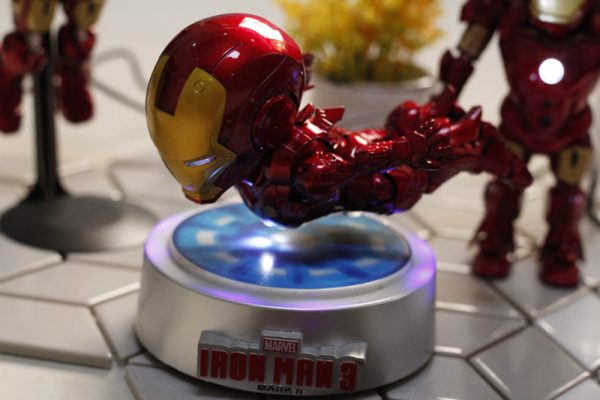 Купить левитирующего Железного человека в Москве, купить левитационную модель Железный человек в России. Левитирующие модели Железного человека, летающие модели.